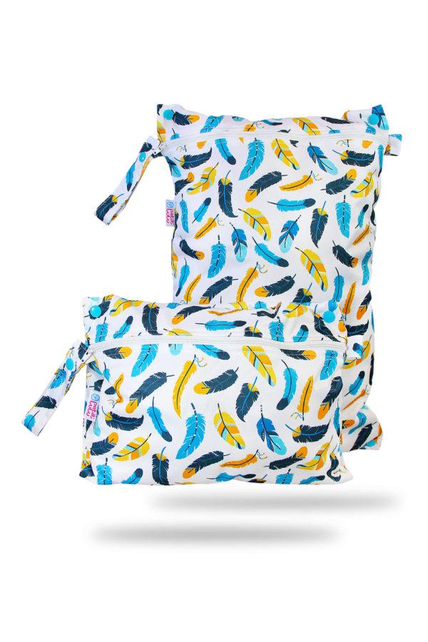Produktbild 101848 Federn-Petit-lulu-Nasstasche-Wetbag-Nappybag_new mit bunten Federn und Hintergrund weiß