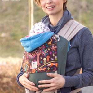 Lifestyle Bild Mutter unternimmt Herbstspaziergang mit Baby in Babytrage Limas-15